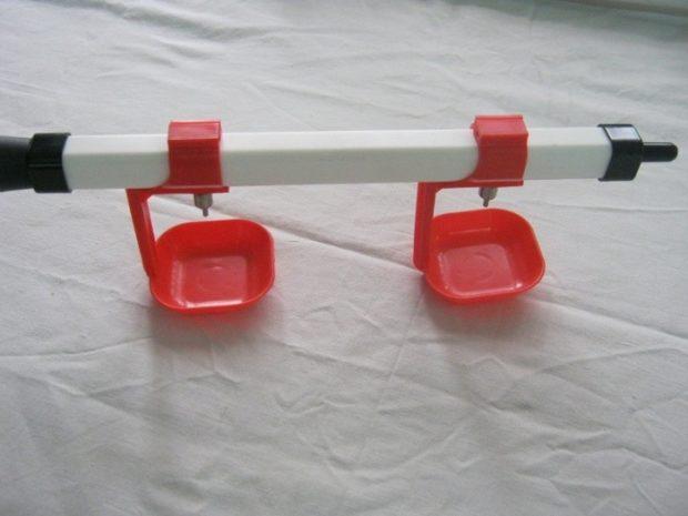 Ниппельная поилка из квадратной трубы