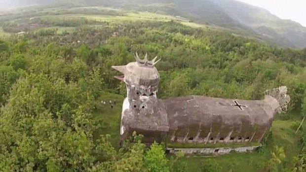 Храм в виде голубя в Индонезии