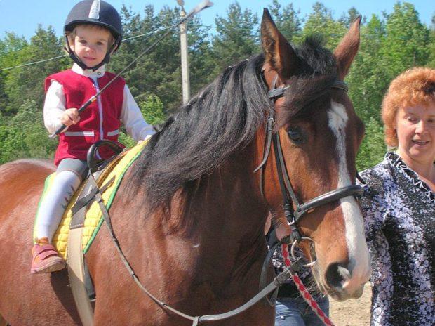 Иппотерапия - лечение лошадками