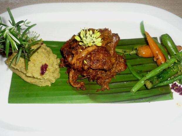Ресторанное блюдо из мяса павлина