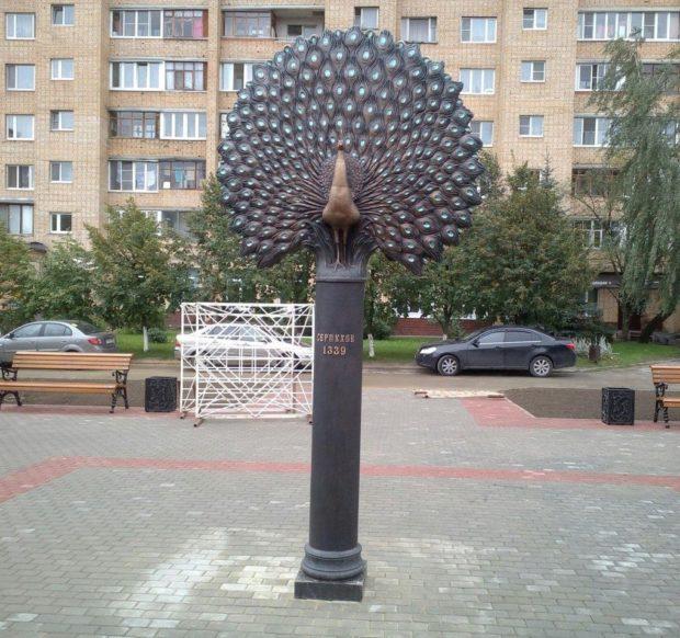 Памятник павлину в Серпухове