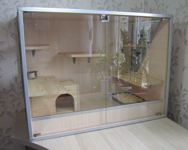 Клетка-витрина из оргстекла