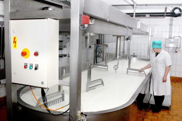 Ванна для перемешивания молока на заводе