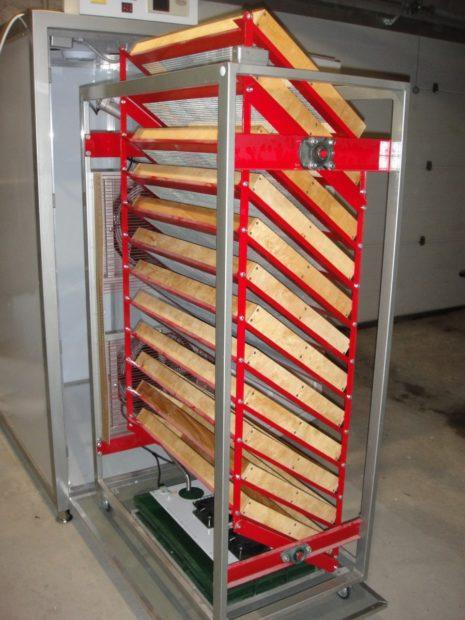 Инкубатор из холодильника с автоматическим переворотом