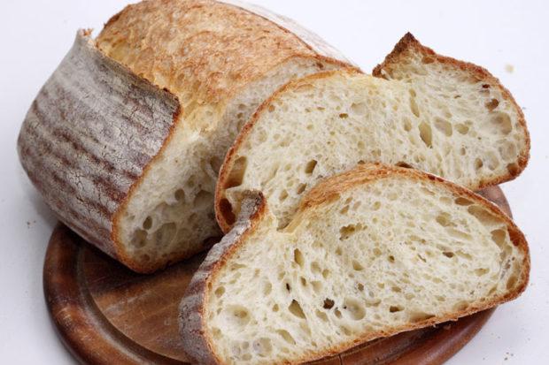 Белый хлеб на закваске